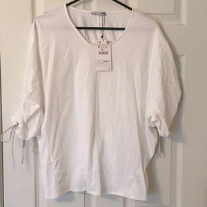 Zara White blouse w gathered sleeve. NWT's,